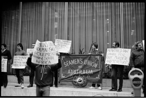 SUA anti-apartheid picket, Sydney, ca. 1985 (source: NSW State Library; Search Foundation)